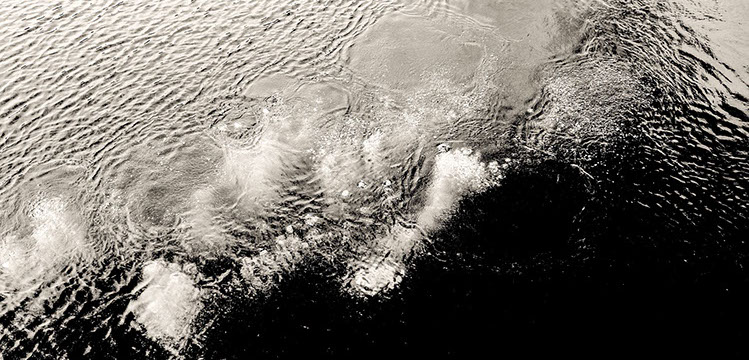 dark water bubbles-crop-u659615